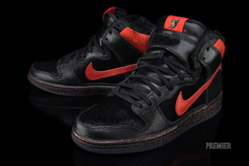 nike-sb-dunk-high-krampus-2