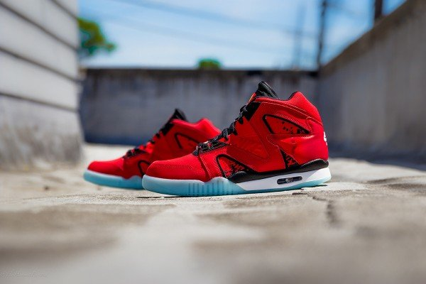nike-air-tech-challenge-hybrid-chilling-red-1