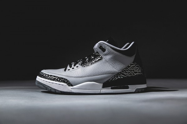 air-jordan-3-retro-wolf-grey-1-960x640