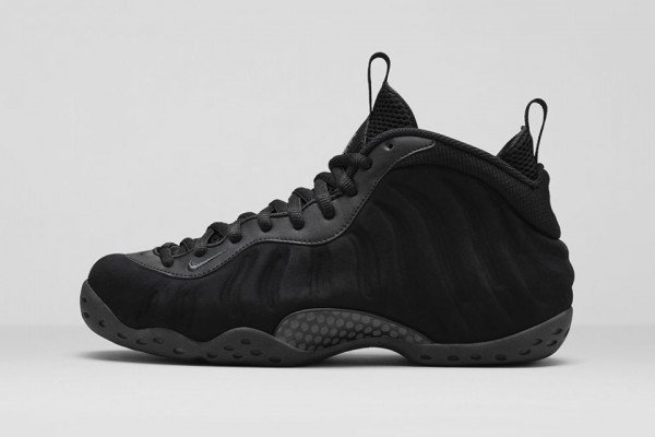 nike-air-foamposite-one-triple-black-01